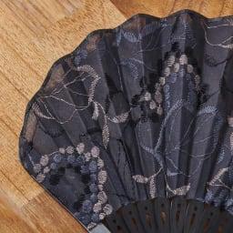 白竹堂 コットンレース シャンパンリーフ ミニ扇子 光沢のある刺繍が入ったコットンレース。