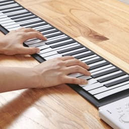 ロールアップピアノ 演奏感覚にもこだわったシリコン鍵盤