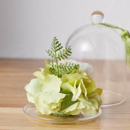 ガラスドームミニ仏花プリザーブドお線香付 背面も美しい仕上がり。