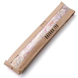ウーゴ ペイズリーバック レッド系 フランスパン風のパッケージでプレゼントにもおすすめ。