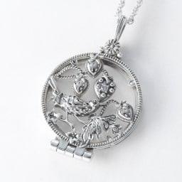 William Morris/ウィリアム・モリス イチゴ泥棒 ルーペペンダント  (イ)ホワイトトパーズ ホワイトトパーズには、「純粋」を象徴とする心を綺麗にする石といわれています。