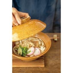 伊賀焼長谷園 蒸し小鍋 電子レンジ・オーブン・直火対応 うどんやラーメンを作ったら、そのまま土鍋が丼として使えます。
