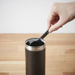 ウルトラライトコーヒープレスボトル 15~20gの粗挽きコーヒー豆を入れます。