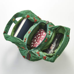 くろちく ミニラウンドバッグ新柄 3室構造なので荷物の仕分けがしやすい。 ※写真はお届けの柄とは異なります。