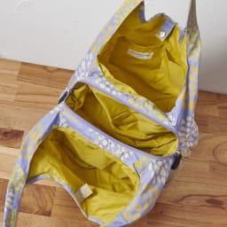 くろちく はっ水ラウンドバッグ 中が3室に分かれており仕分けがしやすい!
