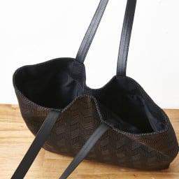 くろちく ikue 縦型トート 隠しマグネットが付いており、口を閉じることができます。