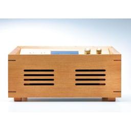 プリモトーン SAKURA MODEL 本体内部で共鳴した音がサウンドホール(サイドに開けられた穴)より放出することで豊かで味わい深い音色を楽しむことができます。