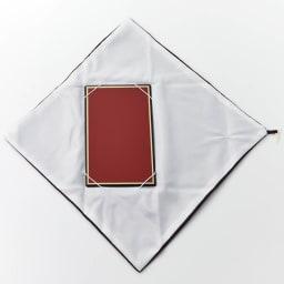 オーダー名前入れ 京都正絹ちりめん台付袱紗 ボックス入り 袱紗の中に台が付属し、金封の折れ曲がりを防ぎます。両面の色が異なり、慶弔両用です。