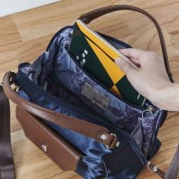 ハーブはっ水軽量2WAYバッグ ファスナー式ポケットは手帳が入るサイズ。