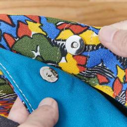 ウーゴ プリントバッグ ブルー マグネットで口を留められます。 ※柄はお届けの商品とは異なります。