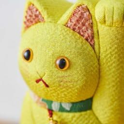 くろちく 古布木目込人形 招き猫 (ア)黄 顔アップ。※古布部分は1点1点色柄が異なります。