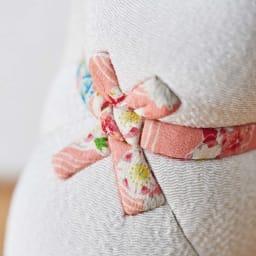 くろちく 古布木目込人形 招き猫 (ウ)白 首後ろアップ。※古布部分は1点1点色柄が異なります。
