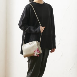 YUKIKO HANAI/ユキコハナイ フラワータートルバッグチャーム 存在感のある大きさでバッグを華やかに彩ります。