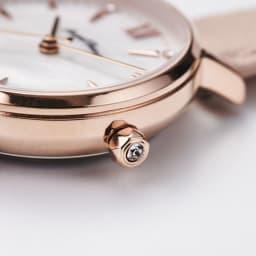 Angel Heart/エンジェルハート スパークルタイム ピンク ソーラー時計 りゅうずにはクリスタルガラスがあしらわれています。
