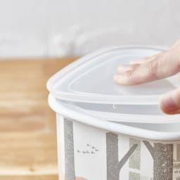 ムーミン ホーローマルチポット 密閉蓋付き。お味噌の乾燥・酸化を防ぎます。