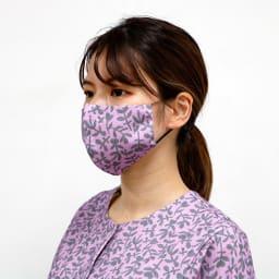日本製 北欧ボタニカル(HAVINA柄)マスク 着用例。