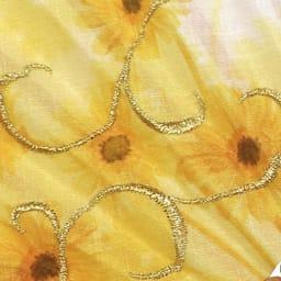 白竹堂 誕生花扇子 バースデーフラワー 金糸であしらった流れるような刺繍が華やか。