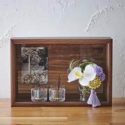 ミニ仏壇 胡蝶蘭マジックウォーターミニ供花付き ミニ仏壇フレームは縦・横に置き換えができます。 ※ガラスの器・お線香・ロウソクは付きません