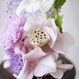 ミニガラスドーム供花 お線香付き ハスの実のドライフラワーがアクセントに。