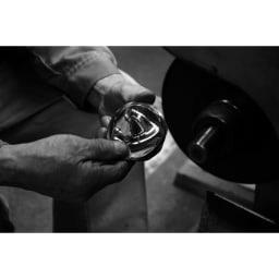 ミニ仏像 聖観音菩薩 四百年の歴史を育んできた銅器産業の町「高岡」で、伝統工芸を受け継ぐ職人たちの手により、丹精込めて作られています。
