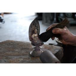 ミニ仏像 八体仏 四百年の歴史を育んできた銅器産業の町「高岡」で、伝統工芸を受け継ぐ職人たちの手により、丹精込めて作られています。