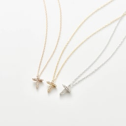 K18ダイヤデザインペンダント クロス 左から(ウ)PG ピンクゴールド、(ア)YG イエローゴールド、(イ)WG ホワイトゴールド