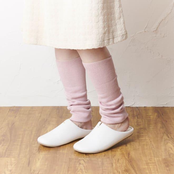 シルク混ゆったりレッグウォーマー色違い2色組 (ア)グレー×ピンク ピンク着用イメージ