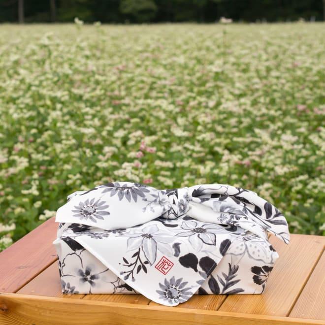 朝倉染布 濡れない撥水ふろしき 雪月花「花」 撥水技術で作られた、撥水風呂敷。