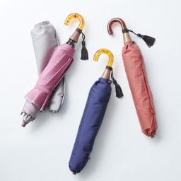[レディース]小宮商店 甲州織の晴雨兼用折畳み傘 左から(イ)グレー×ローズピンク (ア)ネイビー×パープル (ウ)コーラルレッド×アイボリー<br />※取っ手と木製部分は素材の特性上色合いが商品によって異なります。