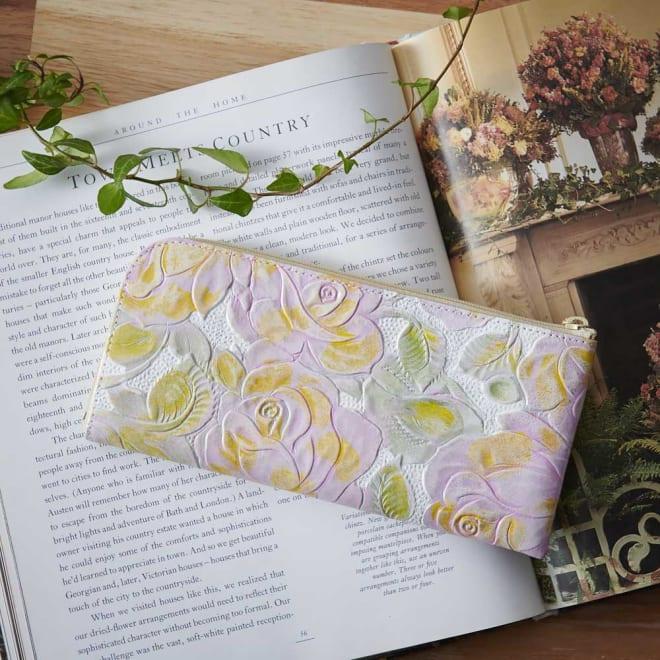 LiBERTE/リベルテ 牛革バラ型押し L字長財布 バラの花の型押しに手仕事による染めを施しましたアンティーク調のL字長財布