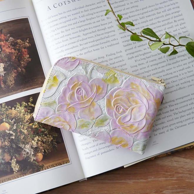LiBERTE/リベルテ 牛革バラ型押し L字コンパク財布 バラの花の型押しに手仕事による染めを施しましたアンティーク調のL字財布