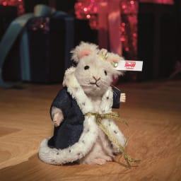 Steiff/シュタイフ マウスキング 豪華なガウンをまとい、黄金の冠を付けた「ネズミの王様」。「くるみ割り人形」の世界をたっぷりと堪能できます