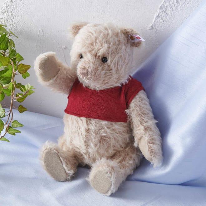 Steiff/シュタイフ クマのプーさん おっとりとした表情が癒される・・・そこに飾るだけでプーさんの世界が広がりそうです。