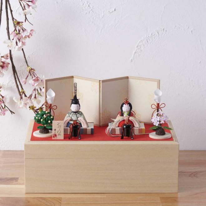 桐箱入とのとひめ 雛人形 立派な桐の台に飾り、リビングになじみながらも重厚感があります