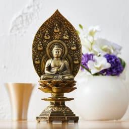 ミニ仏像 薬師如来座像 「薬師」とはお医者さんのことで、人々を病気の苦痛から救ってくれるとされています。このため仏さまも薬壷を持っています。