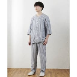 UCHINO/ウチノ マシュマロガーゼ メンズ七分袖パジャマ 着用イメージ。(モデル身長177cm、LAサイズ着用)