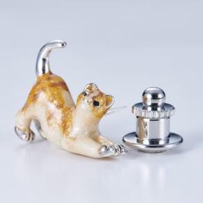 サツルノ SVピンブローチ 伸び猫 写真