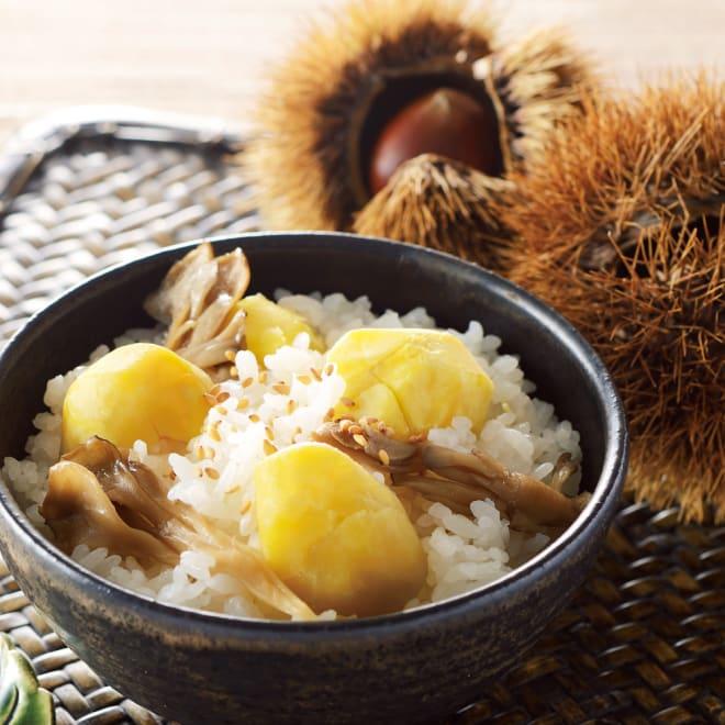 国産栗の炊き込みご飯の素 (2合用×3袋) 【調理例】 大粒の国産栗を贅沢に!風味豊かな国産栗と国産舞茸の味をお楽しみください。※「ごま」は本商品に含まれたものではありません。
