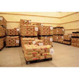 魚沼産こしひかり 一等米 精米 or 玄米 4kg(2kg×2袋) 【1回お試しコース】 ディノス用厳選米として大切に貯蔵されます。