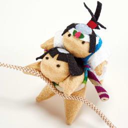 〈京都夢み屋〉ちりめん雄々鯉のぼり 金太郎と桃太郎が元気よく鯉のぼりを引っ張っています。