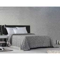スペイン製ベッドスプレッド〈オレゴン〉 コーディネート例(イ)ブラック