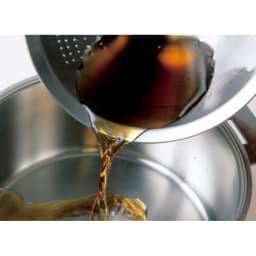 オールラウンド ボウルズ ボウルの縁は平滑な仕上げで液だれしにくい構造。また汚れがたまらず衛生的。