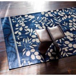 イタリア製ジャカード織ラグ〈モサイコ〉 (ア)ネイビー系 ※写真は約140×200cmタイプです。