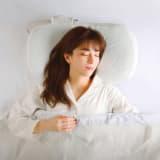 日本赤十字医療センター河村先生が考えた 「首と肩に寄りそう枕」 写真