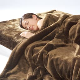 イタリアンデザイン×日本の職人技から生まれた上品さと感動の肌ざわり【カルドニード(R)エリート】敷き毛布 お届けは敷き毛布です。同じ素材を使った掛け毛布もご用意。包み込まれて眠る幸せを感じられます。
