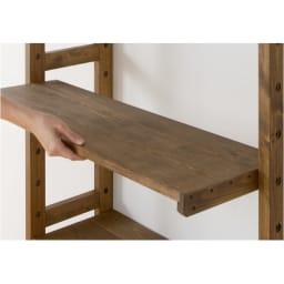 国産檜 頑丈突っ張りシェルフラック 薄型 奥行17cm 幅75cm 棚板9枚すべて、縦枠の穴に合わせて可動できます。