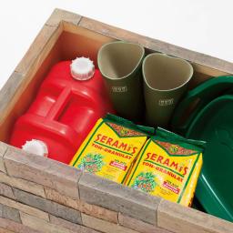 レンガ調収納ボックス 幅63cm 座面下には灯油缶もすっぽり入ります。