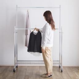 プロ仕様 頑丈ハンガーラック「リモニ」 ダブルタイプ・幅70cm ハンガーバーの高さは120cm~180cmの高さに調節可能です。高さが変えられるから、お手持ちのジャケットからコートまで衣類の丈に合わせて使えます。