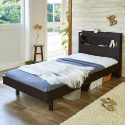 LED照明・棚付きすのこベッド フレームのみ (イ)ダークブラウン ※お届けはフレームのみです。 シンプルで使いやすく、あなたのコーディネイトで寝室をお好みのインテリアに。