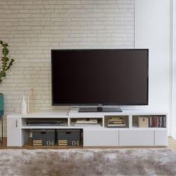伸縮式スイングテレビ台 デッキ収納部には、最大4台のデッキを収納できます。